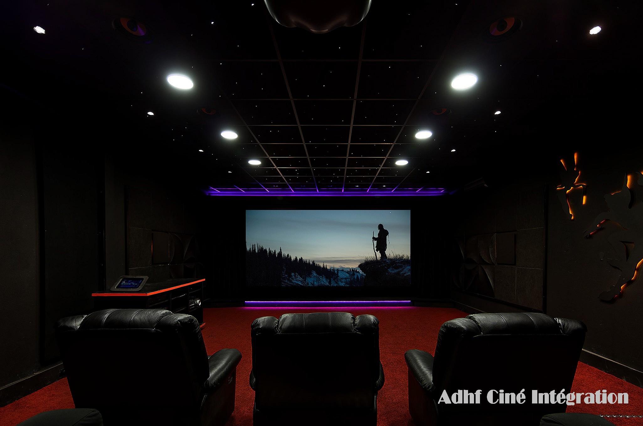 photo salle de cinema sallecinema vue horizontale de cinma prive la maison banque duimages. Black Bedroom Furniture Sets. Home Design Ideas